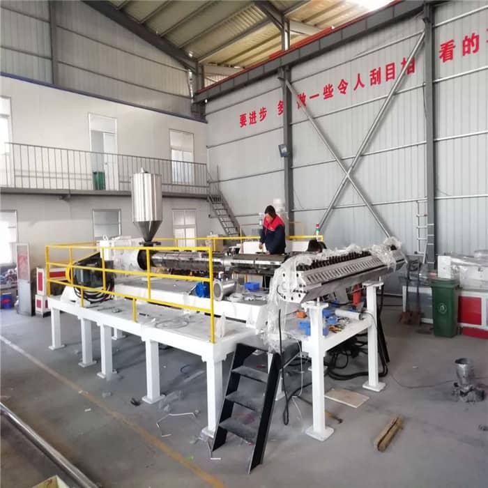 PE防潮板生产机器